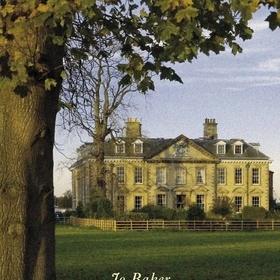 Jo Baker: Longbournin talossa. Palvelusväen Ylpeys ja ennakkoluulo